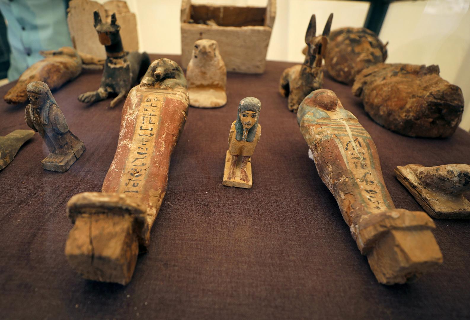 تماثيل معروضة خارج المقبرة الفرعونية في الأقصر، أرشيف