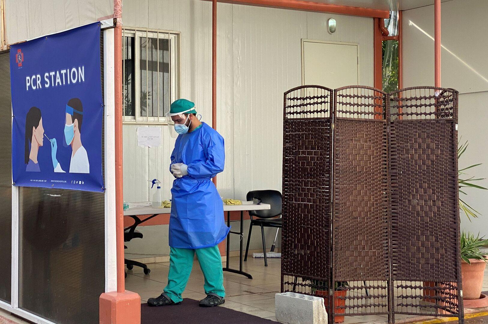 عامل صحي في الكادر الطبي لمكافحة فيروس كورونا في لبنان