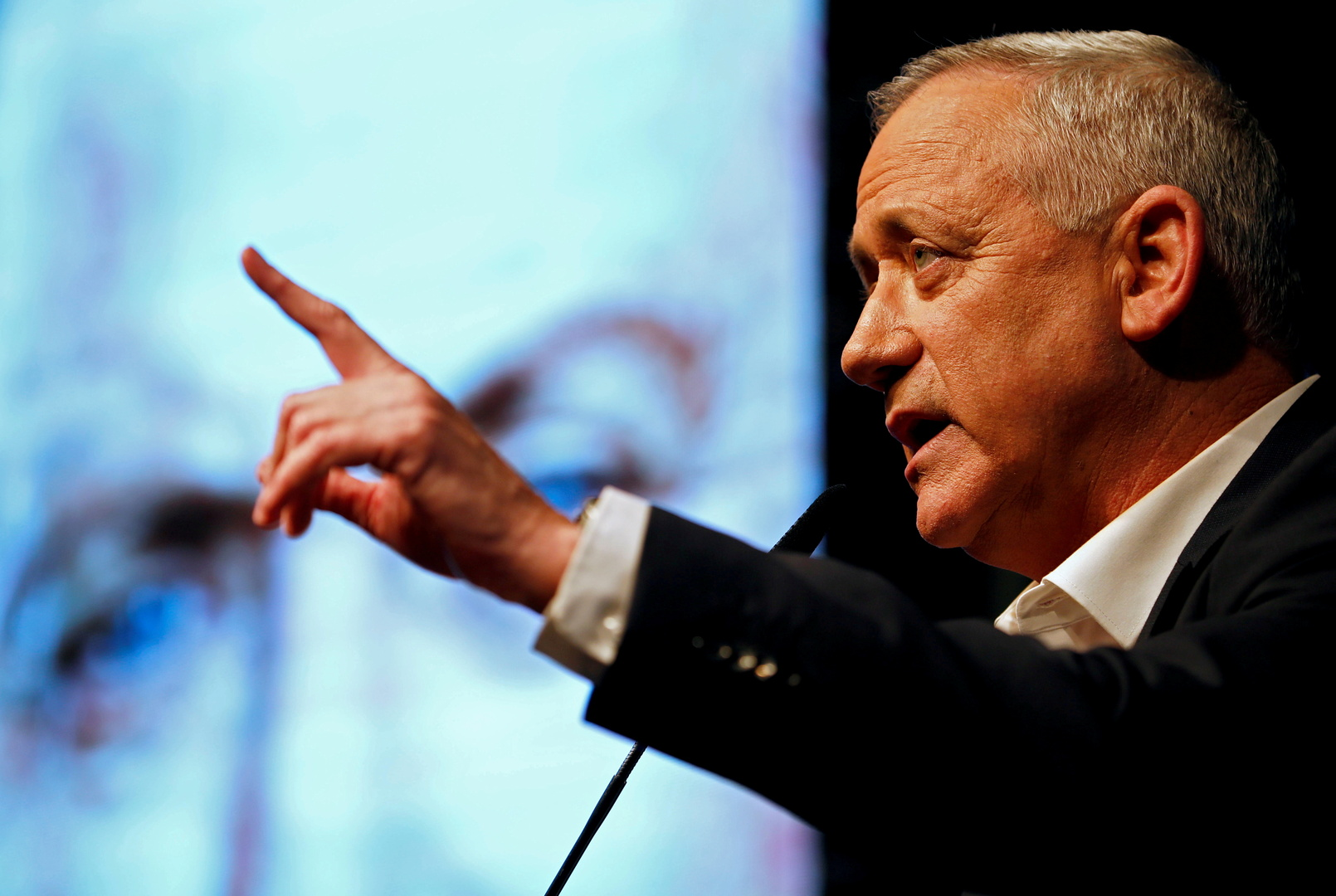 غانتس: إضفاء الشرعية على  46 بؤرة استيطانية في الضفة الغربية  قرار