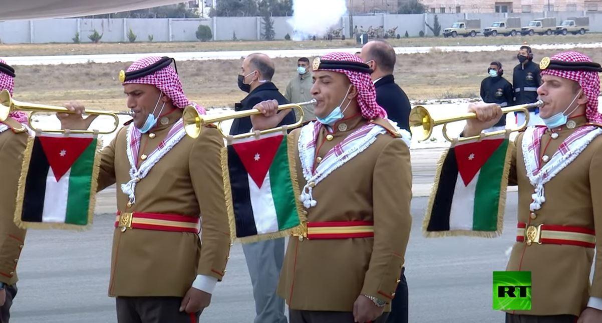 استقبال حار من ملك الأردن وولي عهده للرئيس المصري