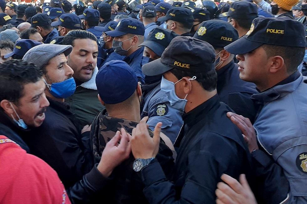 تونس.. محتجون يرددون