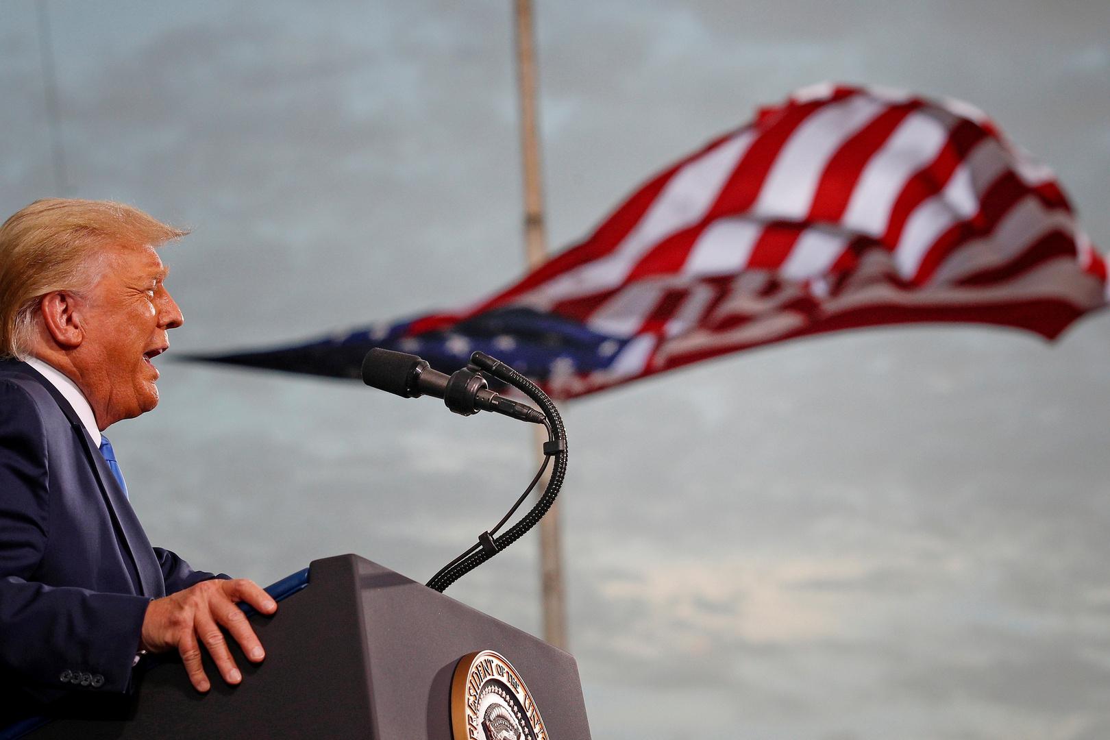 قبل مغادرته البيت الأبيض.. ترامب يخلد الملاكم محمد علي كلاي في حديقة العظماء