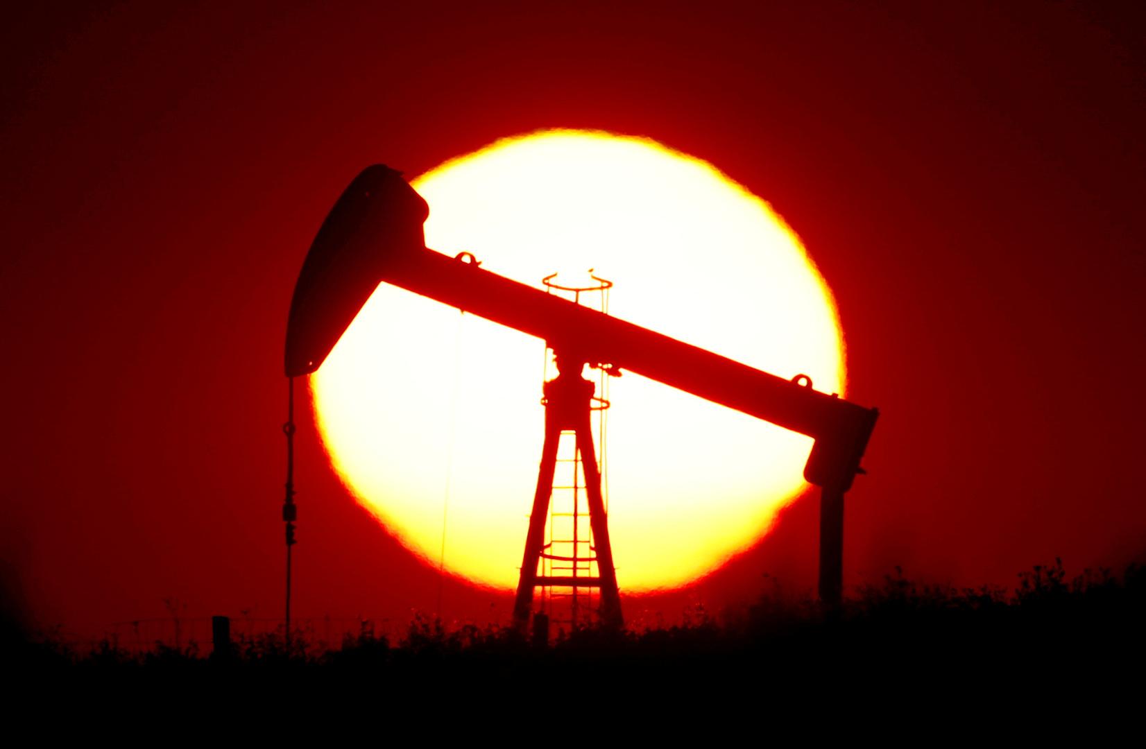 صعود النفط متأثرا بأنباء التحفيز الأمريكي عشية تنصيب بايدن