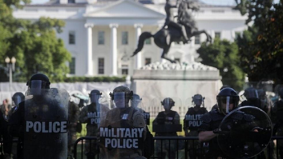 ترامب يستثني أسانج وسنودن من قائمة العفو