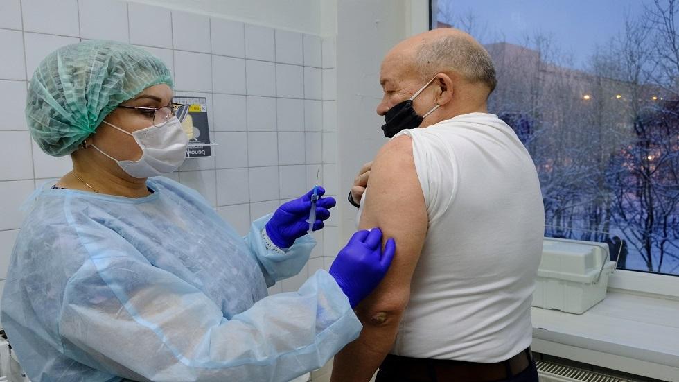 هل يمكن تطعيم مريض لم تظهر لديه أعراض