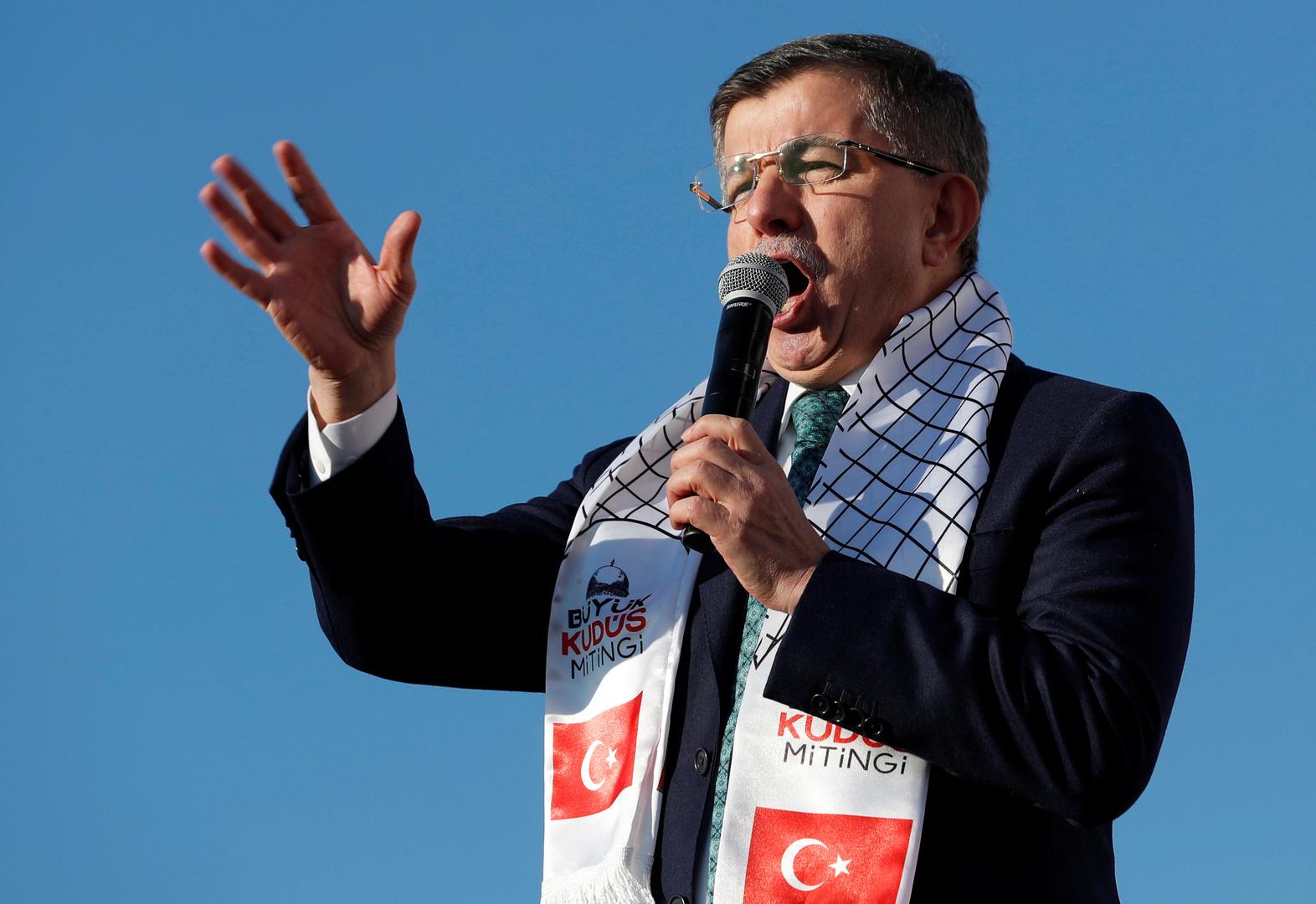 داوود أوغلو يدعو إلى محاسبة أردوغان