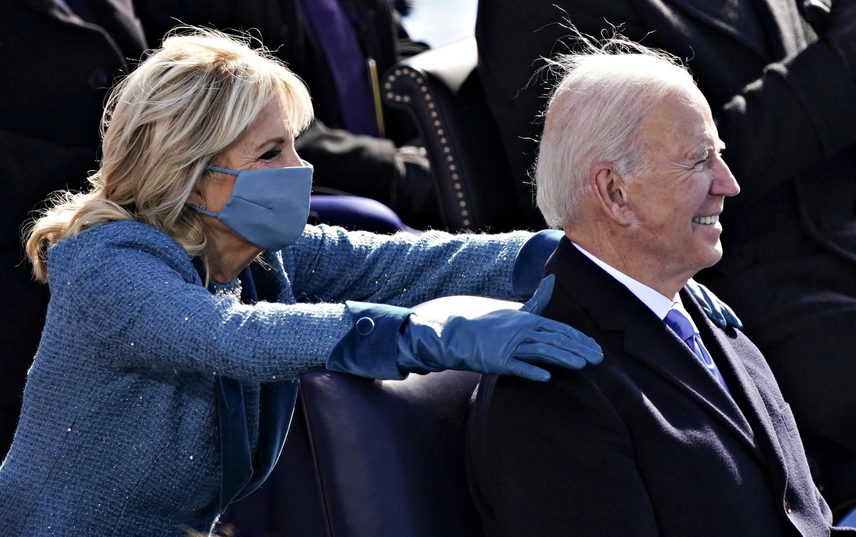 بالفيديو.. بايدن يصدر أول حزمة من المراسيم بصفته رئيسا للولايات المتحدة