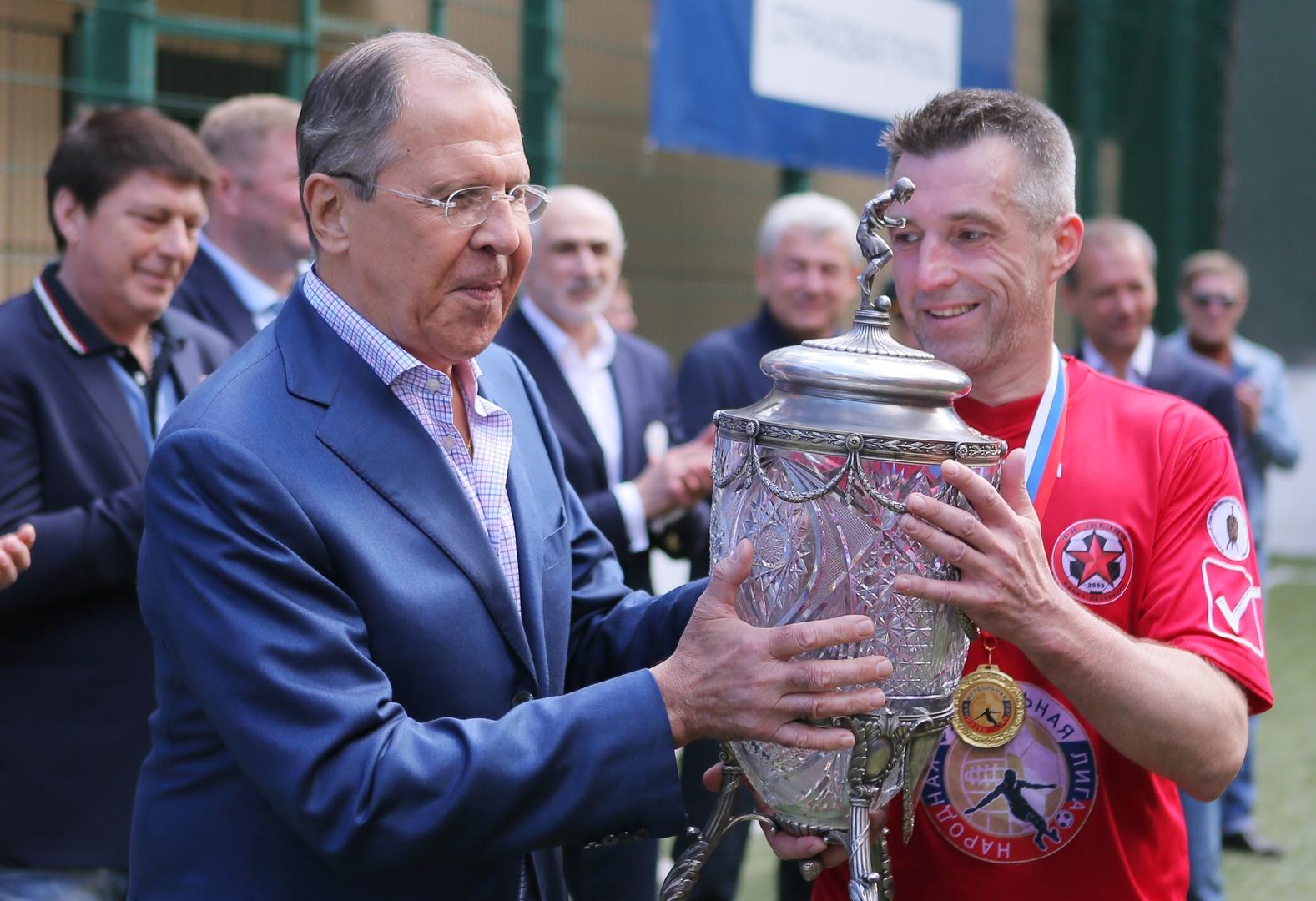 زاخاروفا تكشف عن عشق الدبلوماسيين الروس لكرة القدم