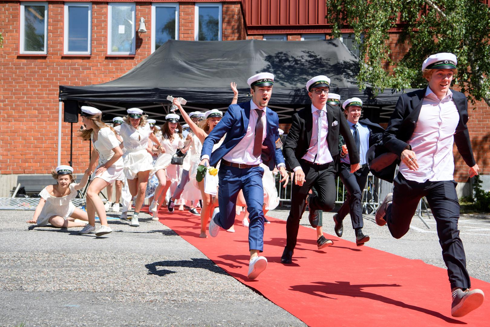 السويد تعلن توسيع عملية التعليم عن بعد للمدارس الثانوية