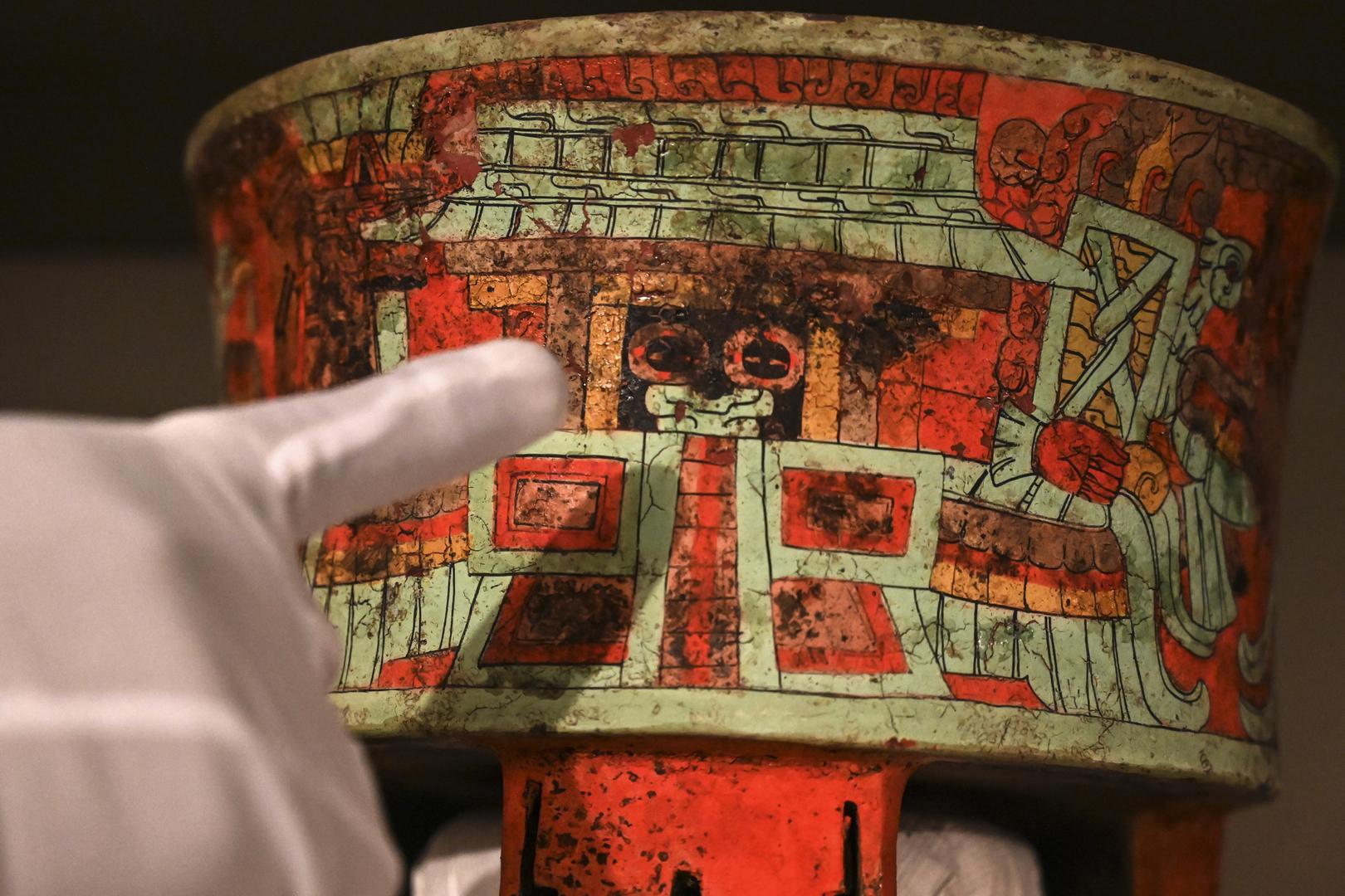 علماء أمريكيون يكتشفون المزيج الذي كان يدخنه أبناء حضارة المايا