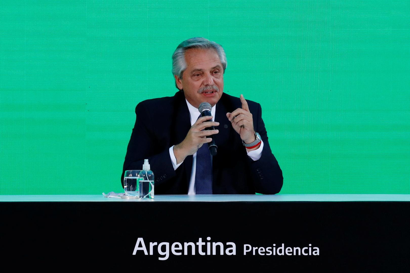 رئيس الأرجنتين يتلقى الجرعة الأولى من لقاح