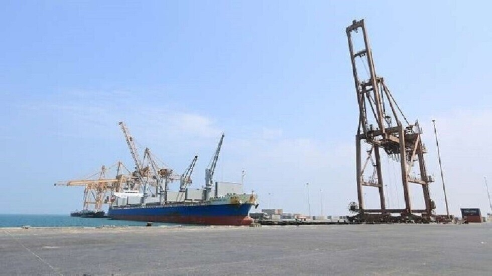 الحوثيون يتهمون التحالف العربي باحتجاز 10 سفن وقود