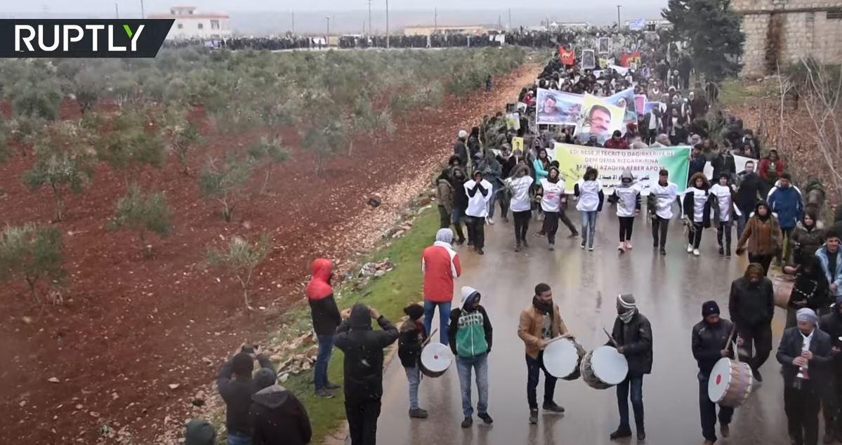 سوريا.. آلاف النازحين من عفرين يتظاهرون في الذكرى الثالثة للعملية العسكرية التركية