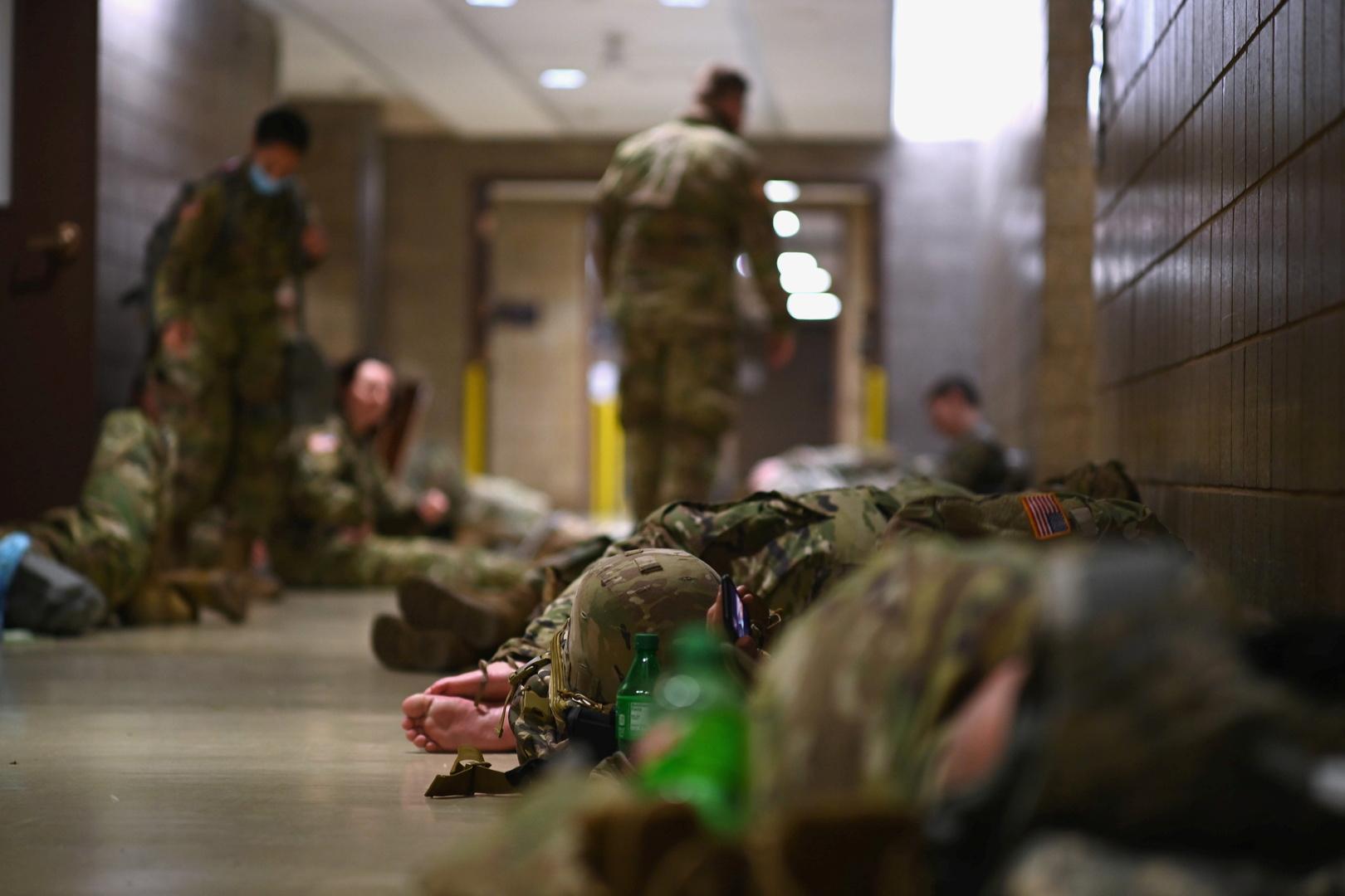 بوليتيكو: عناصر الحرس الوطني الأمريكي يشعرون بـ