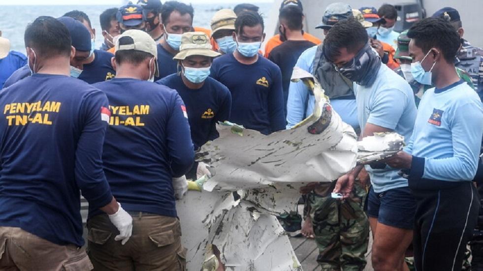 صحيفة تحدد السبب المحتمل لتحطم طائرة بوينغ 500 -737 في إندونيسيا