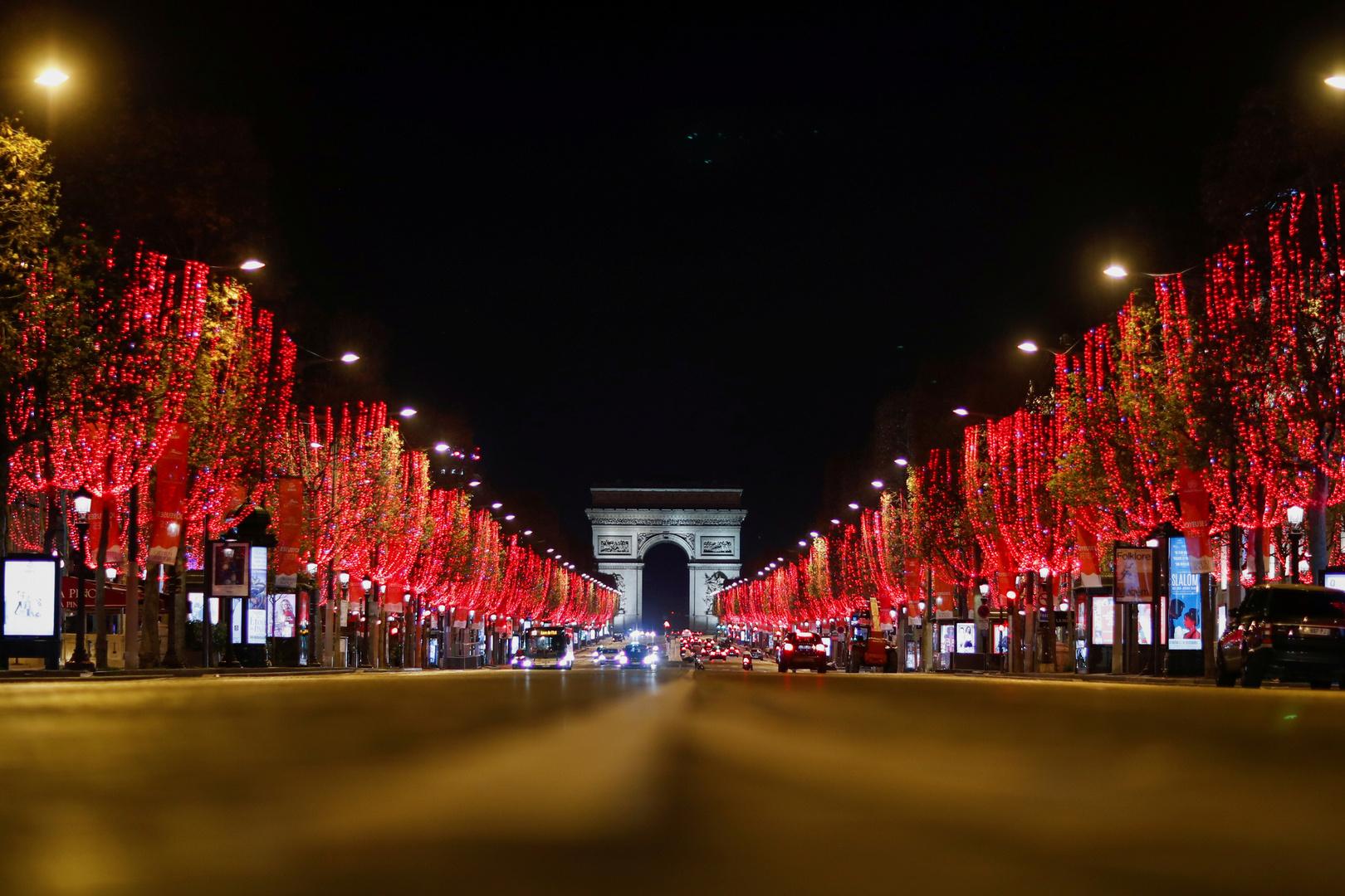 جادة الشانزيليزيه في العاصمة الفرنسية باريس في زمن كورونا.