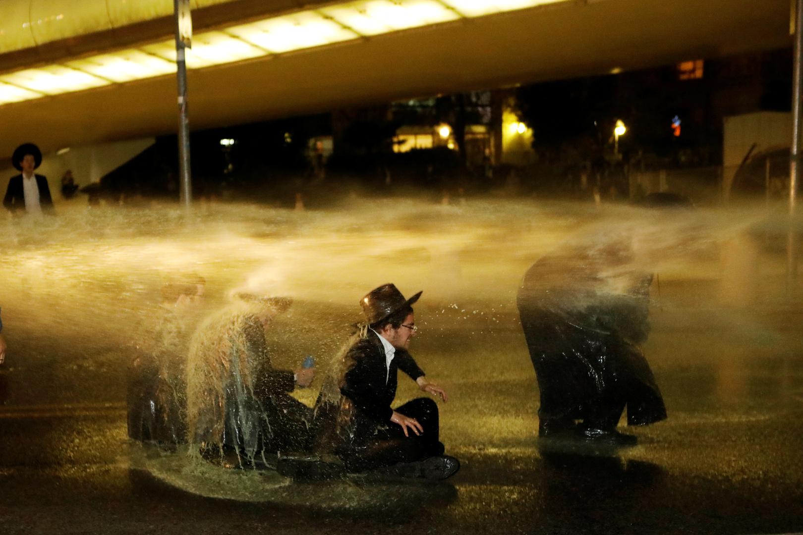 إسرائيل.. اشتباكات عنيفة بين الشرطة ومتدينين يهود متطرفين مناهضين للإغلاق في بني براك