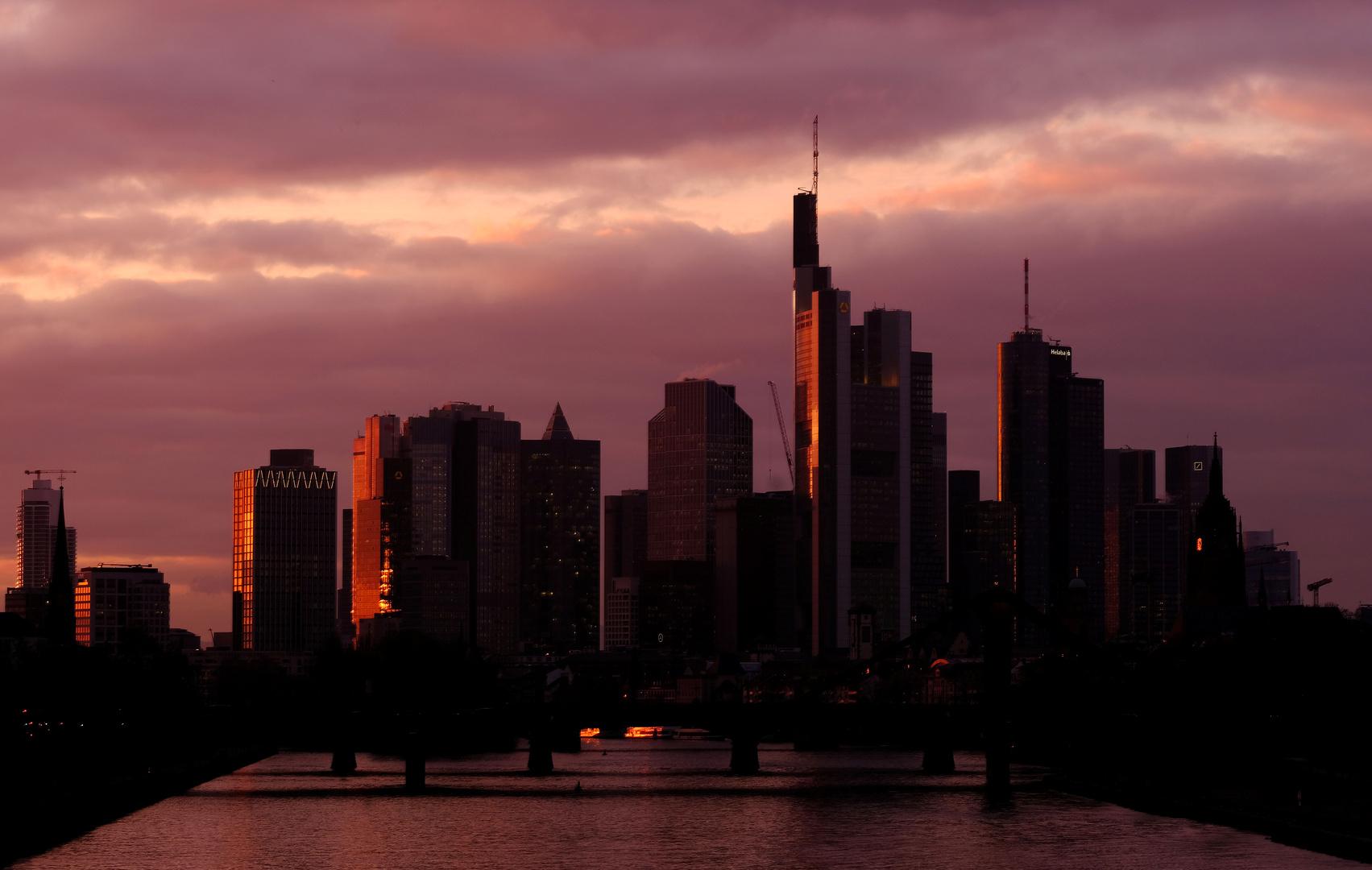 مدينة فرانكفورت أم ماين الألمانية.
