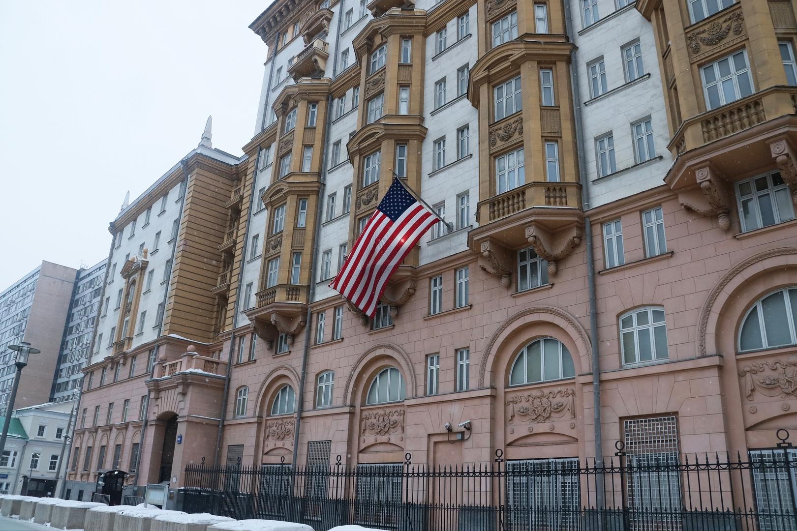 السفارة الأمريكية بموسكو تدعو المواطنين الأمريكيين لتجنب أماكن المظاهرات المتوقعة