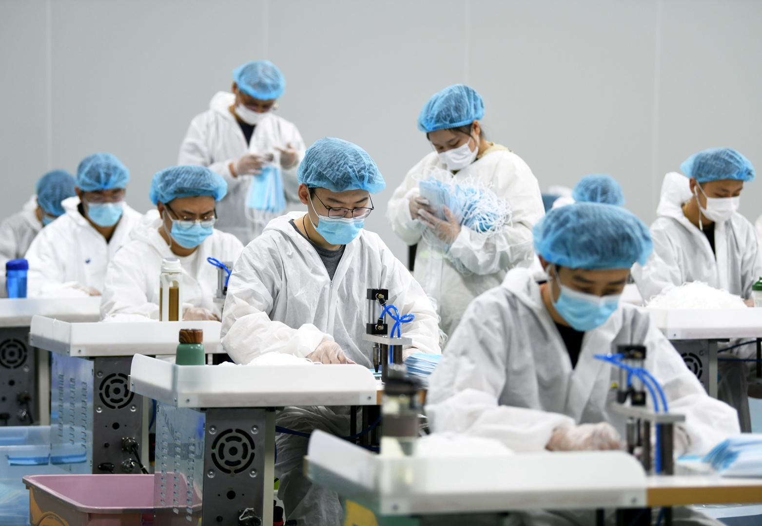 صناعات الكمامات الطبية في نانتشانغ بالصين.