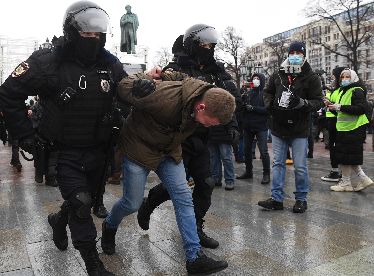 الشرطة الروسية تعتقل محتجين في موسكو وسان بطرسبورغ