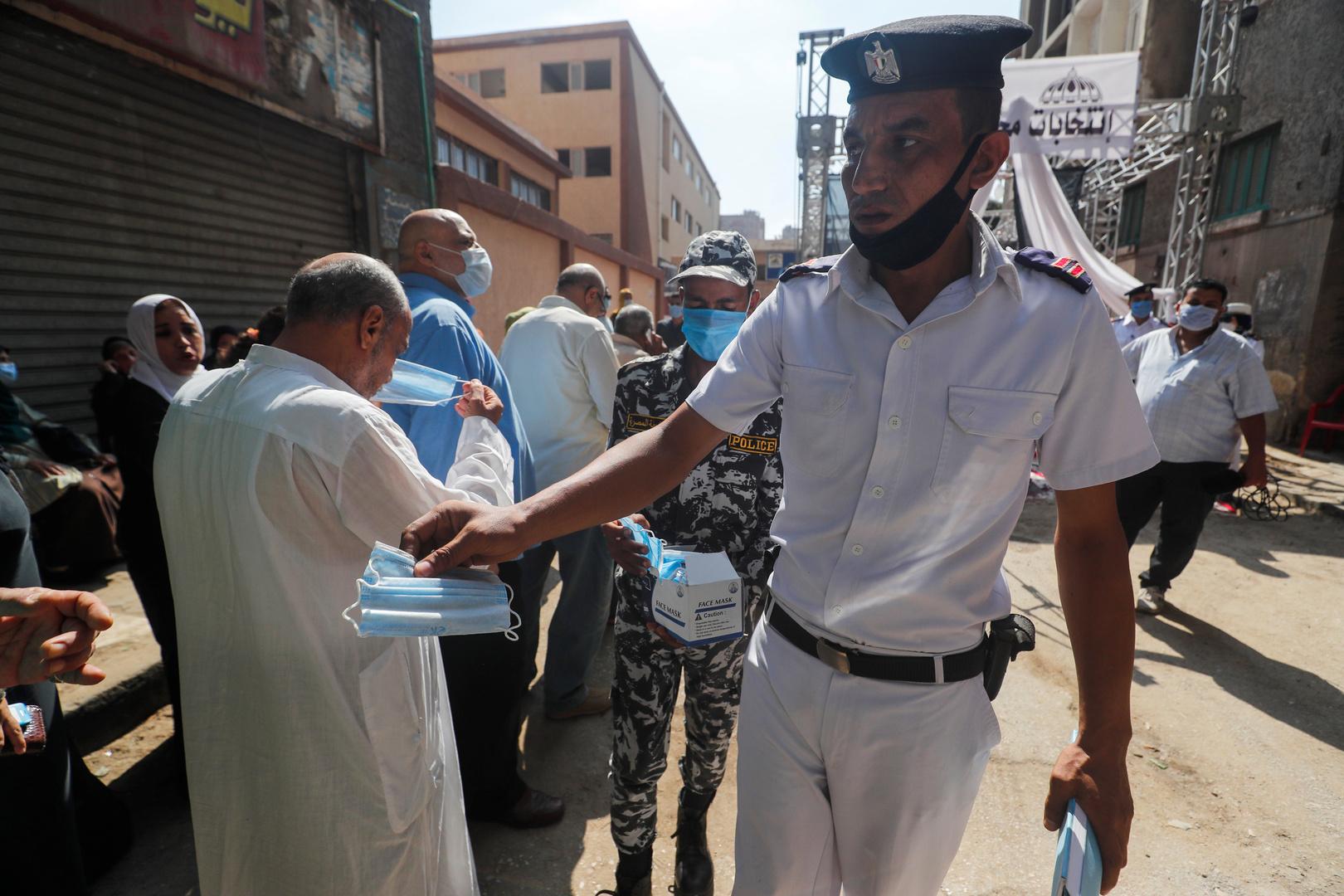 مصر: ضبط 14851 شخصا لعدم ارتدائهم الكمامات
