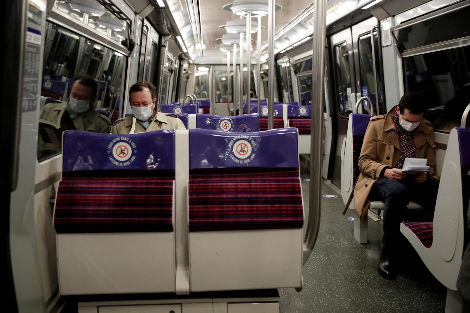 أطباء فرنسيون يوصون بعدم الكلام أو التحدث بالهاتف أثناء ركوب وسائل النقل العام