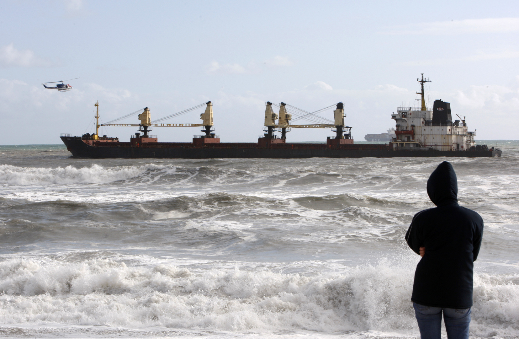 تشاوش أوغلو: العمل جار لتحرير البحارة الأتراك المختطفين في نيجيريا