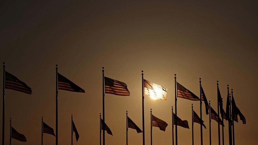 أعلام الولايات المتحدة في منطقة الكابيتول الأمريكي.
