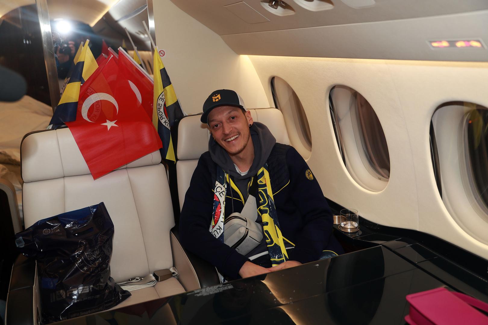 أوزيل يوجه رسالة مؤثرة لـ جماهير أرسنال بعد رحيله إلى الدوري التركي