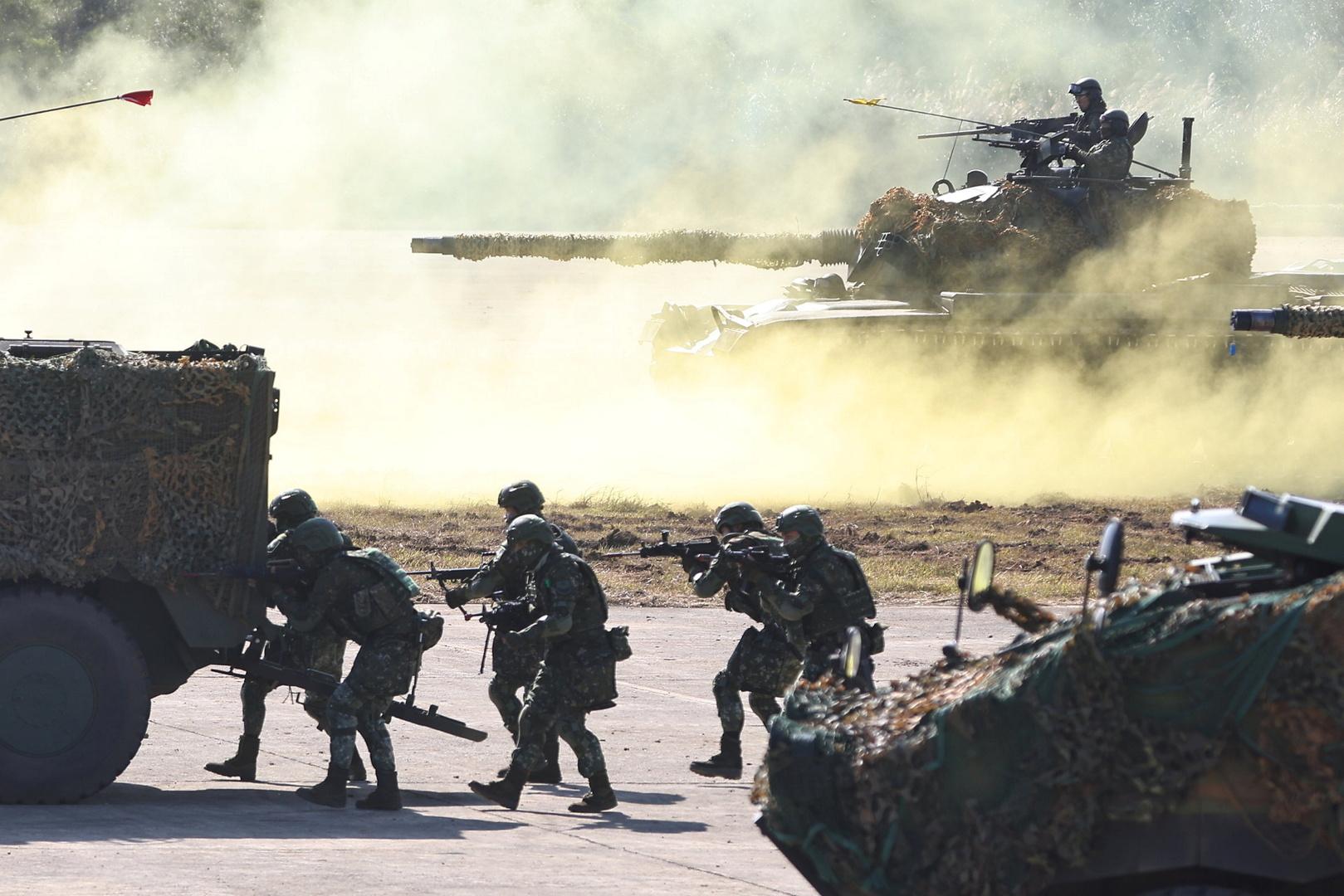 القوات المسلحة الصينية خلال تدريبات.