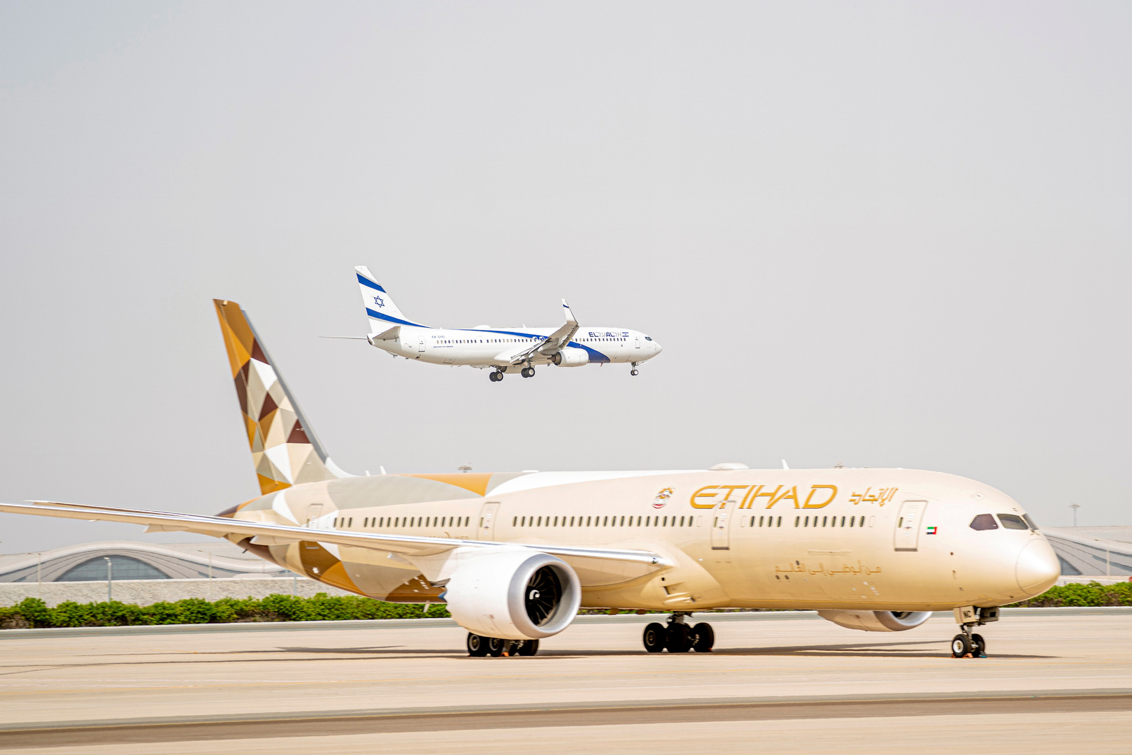 إسرائيل تغلق مطار