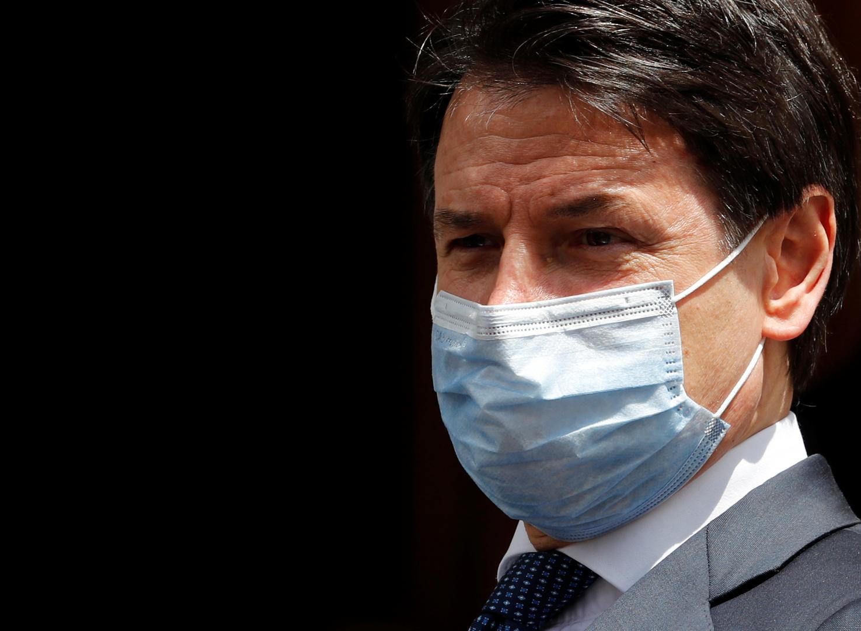 رئيس وزراء إيطاليا يقدم استقالة حكومته قريبا لتشكيل أخرى جديدة بأغلبية برلمانية