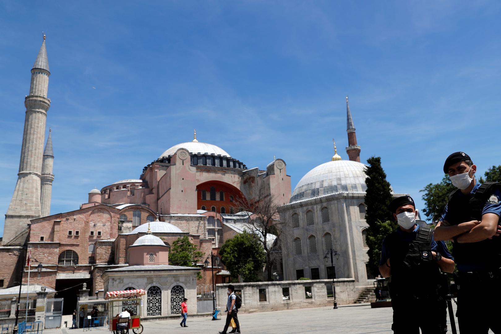 رجل يهاجم بسكين 3 مواطنين روس في اسطنبول