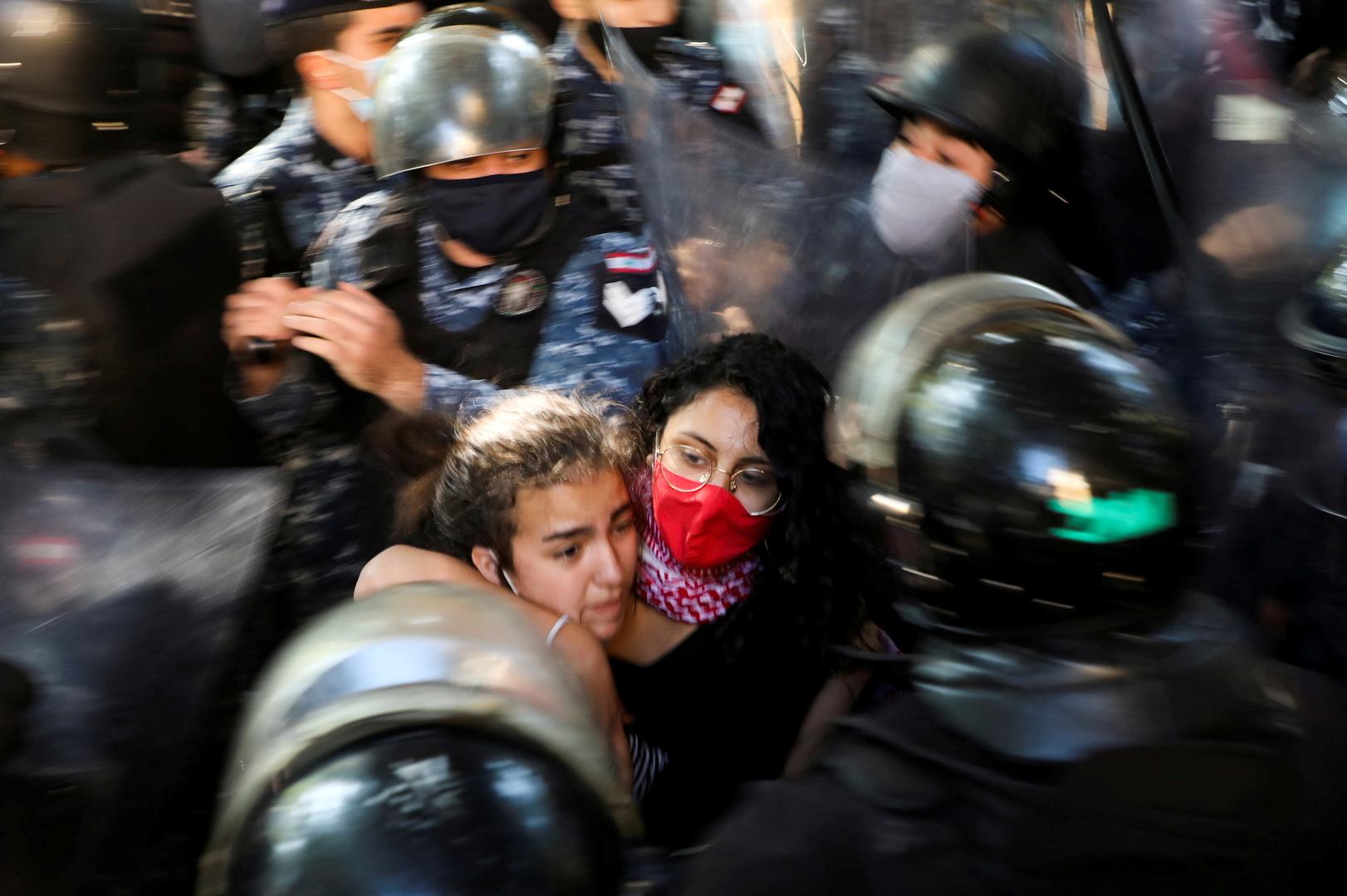 لبنان.. قطع طرقات رئيسية احتجاجا على تردي الأوضاع المعيشية ورفضا للإقفال الشامل