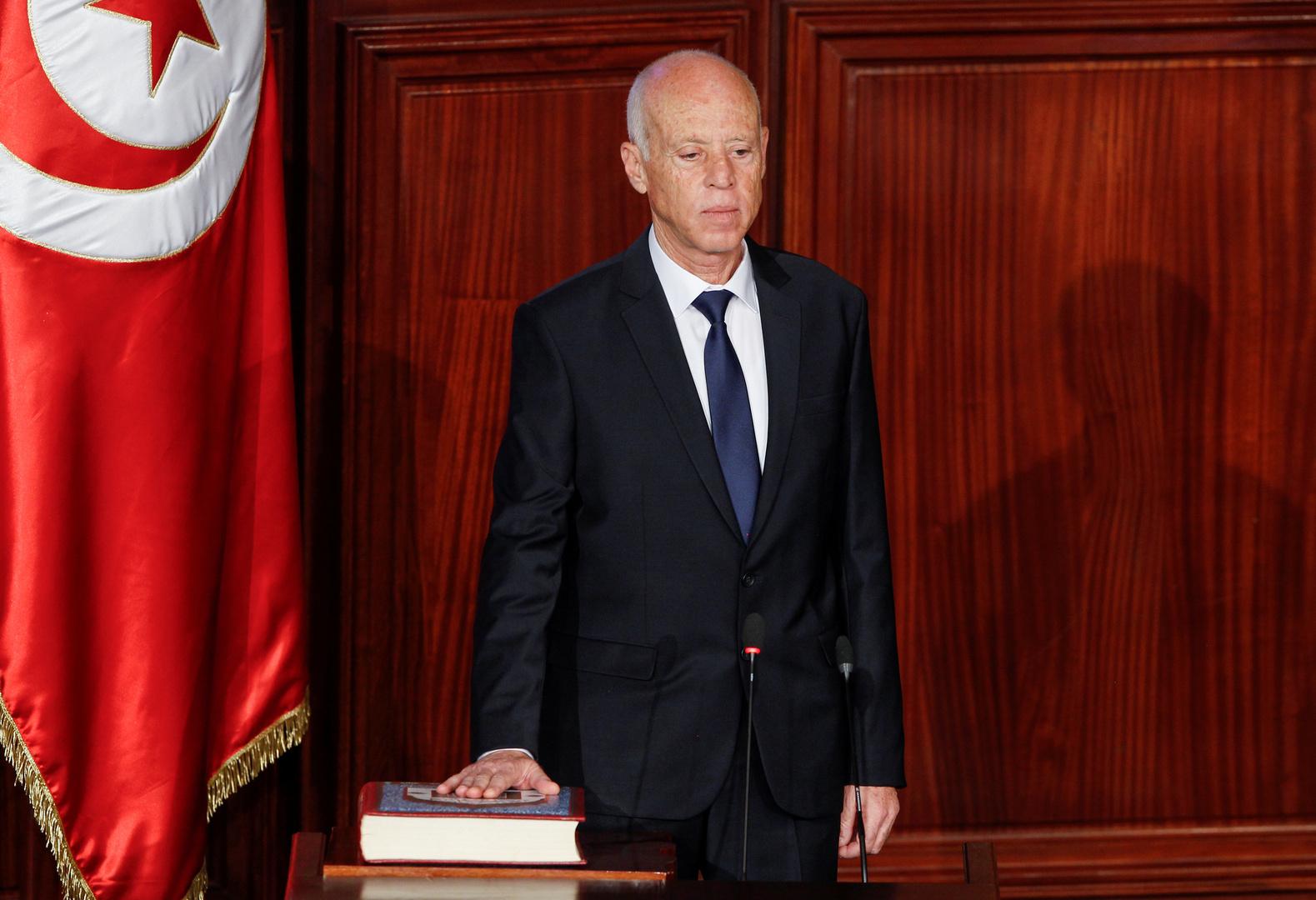 الرئيس التونسي يؤكد رفضه التعديل الوزاري الذي أجراه المشيشي