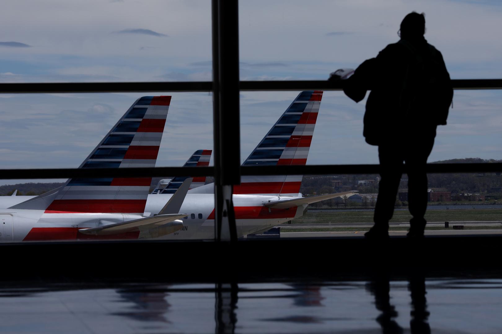 بايدن يمدد قرارا يمنع دخول المسافرين من عدة دول إلى الولايات المتحدة