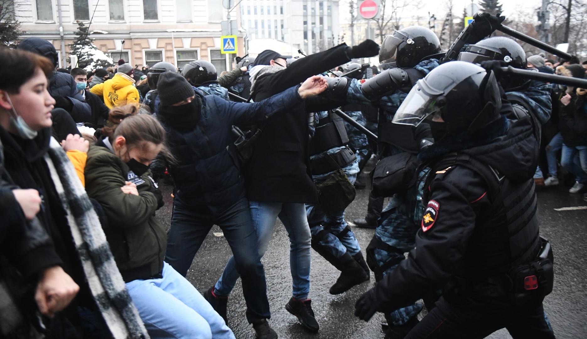 اشتباك بين عناصر الشرطة ومحتجين في موسكو في 23 يناير 2021
