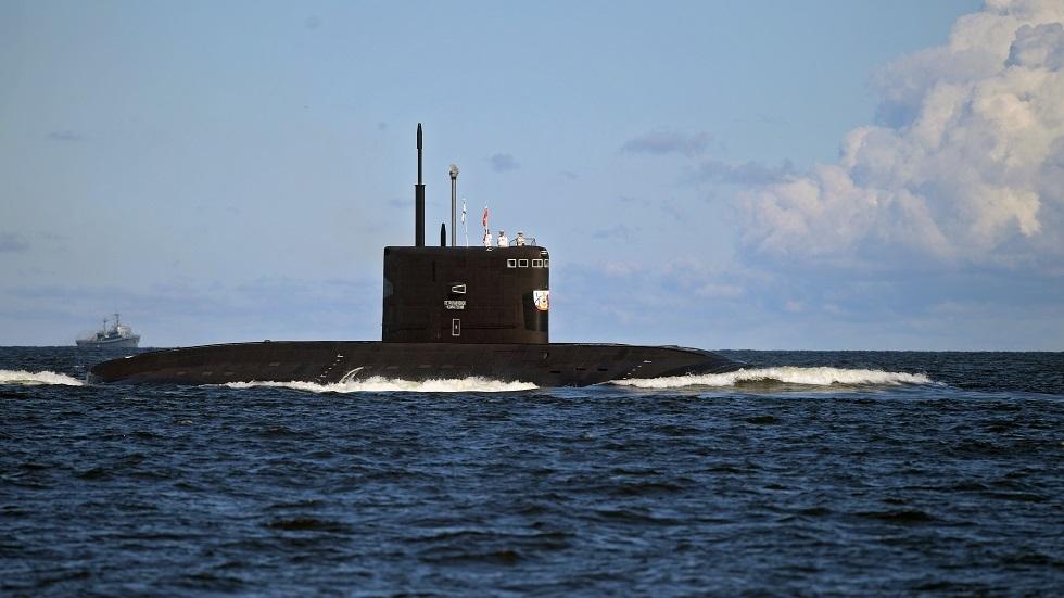 روسيا تحدّث إحدى غواصاتها القتالية وتعيدها للخدمة