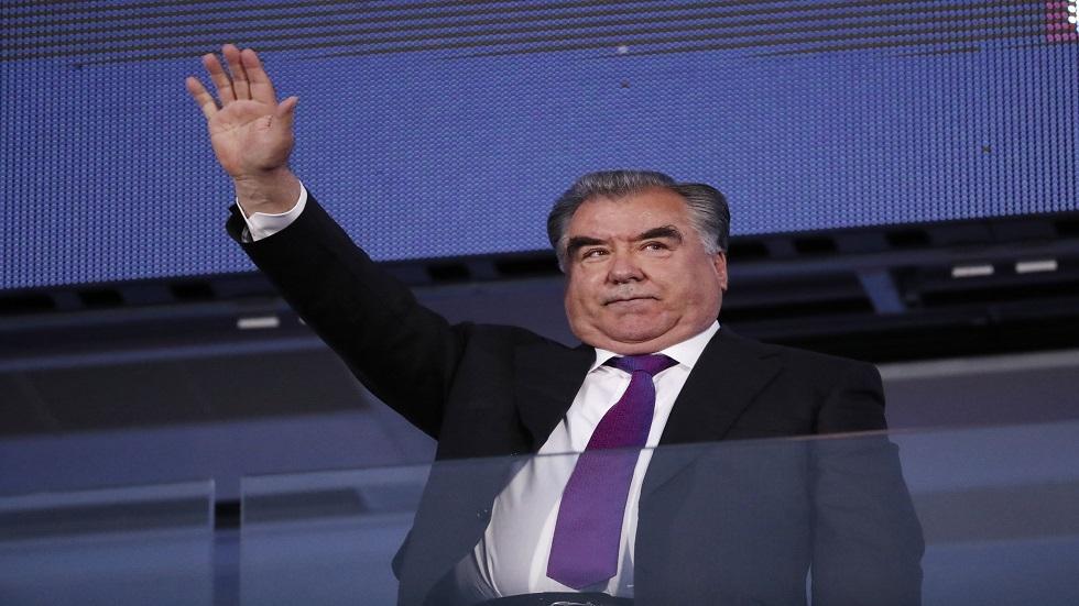رئيس طاجيكستان يدعو مواطنيه للحذر بعد عدم تسجيل إصابات رسميا منذ أسبوعين