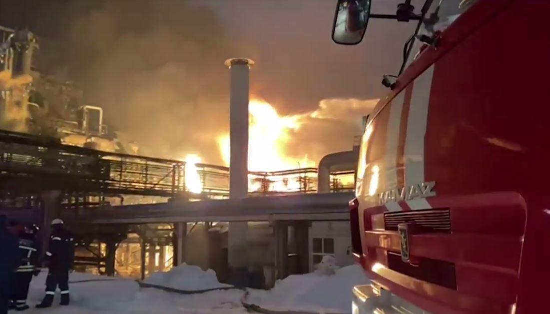 روسيا.. حريق هائل في مصفاة نفط