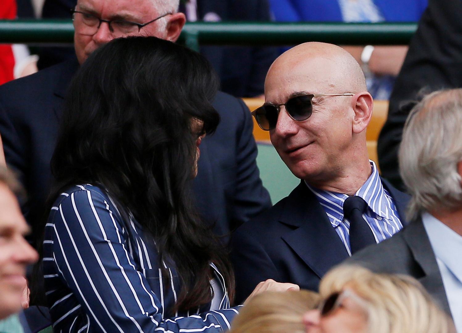 أغنى رجل في العالم يطالب شقيق صديقته بدفع 1.7 مليون دولار