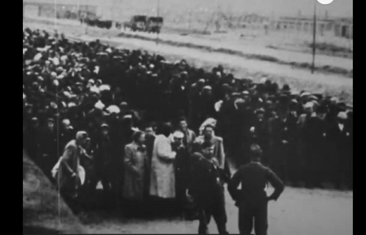 معتقلون يهود في معسكر