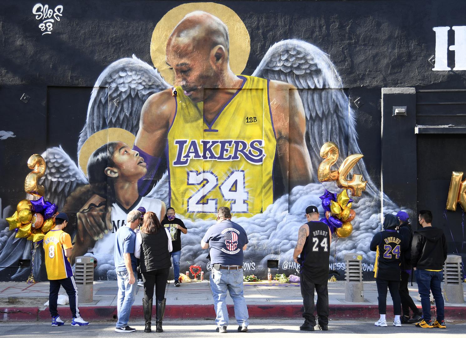 بعد مرور عام..  جمهور لوس أنجلوس يتذكر أسطورة كرة السلة الراحل