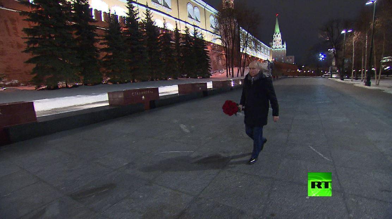 بوتين يضع الزهور عند النصب التذكاري في ذكرى رفع الحصار عن لينينغراد