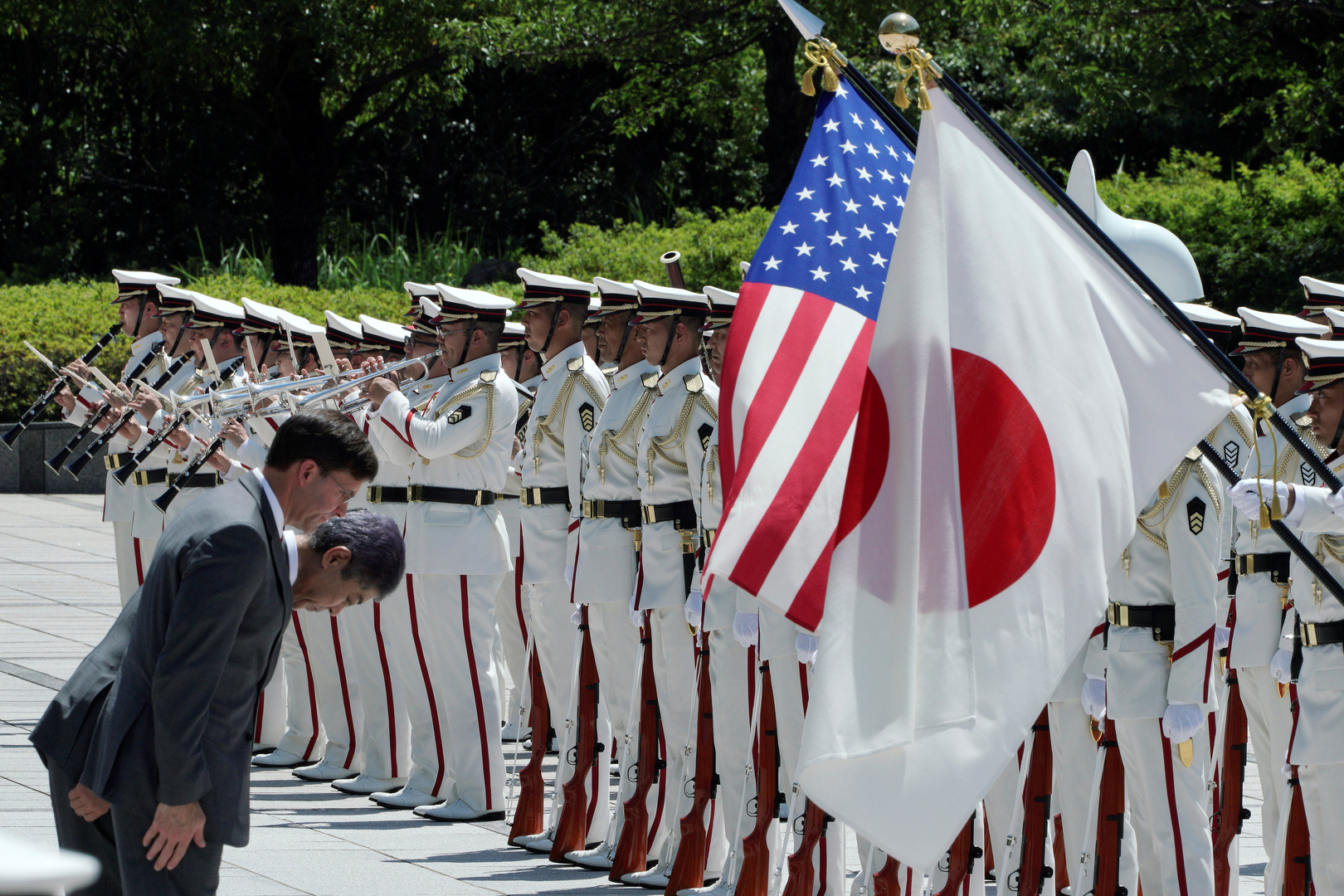 بايدن وسوغا يؤكدان على ضرورة نزع السلاح النووي من شبه الجزيرة الكورية