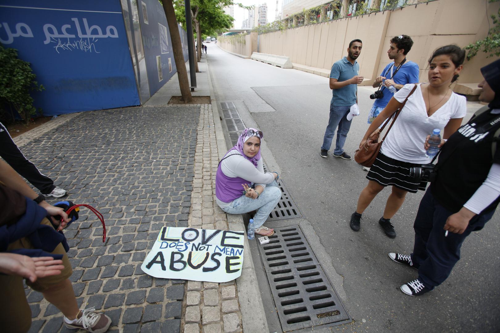 احتجاج ضد العنف تجاه المرأة في بيروت. الصورة: أرشيف.