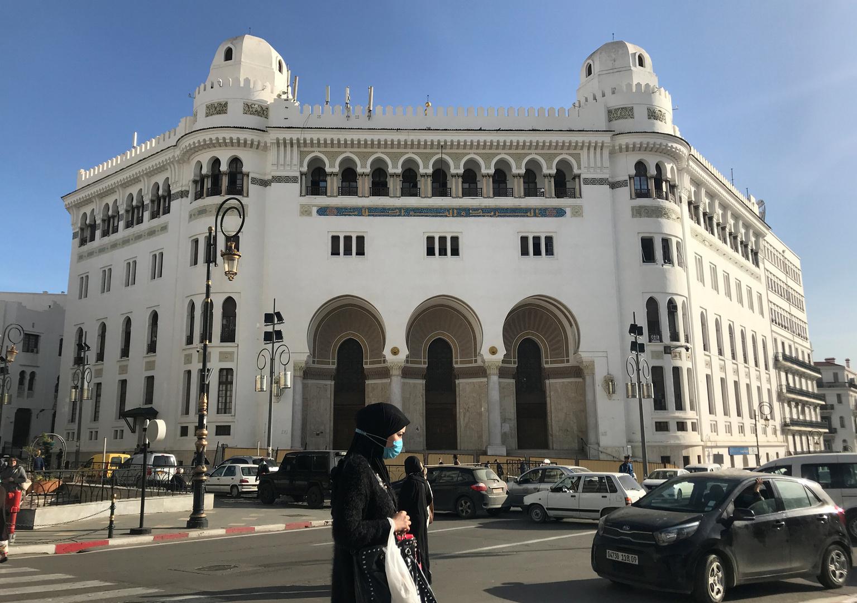 الجزائر.. مواطنون يبيعون الكهرباء دون حسيب أو رقيب