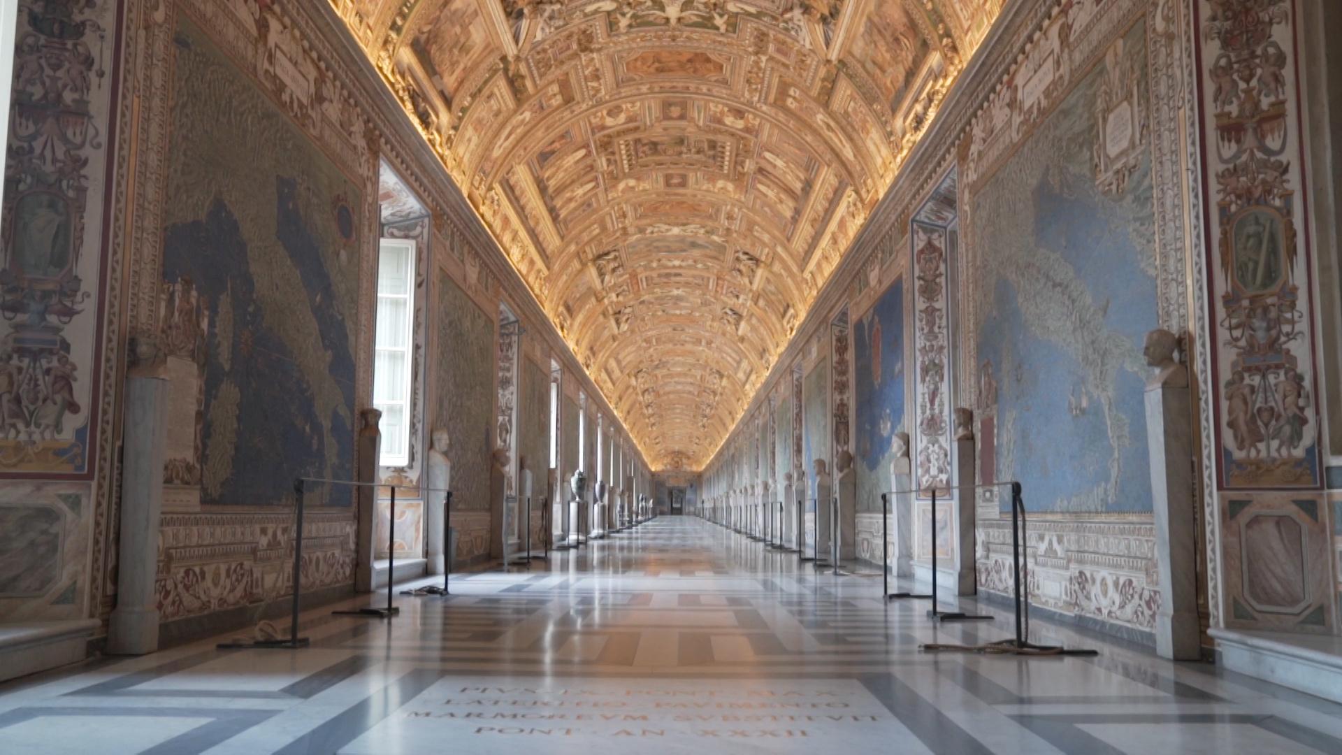 ممر في متاحف الفاتيكان