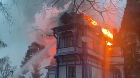 زنجبار.. حريق يلتهم فندقا بعض نزلائه سياح روس